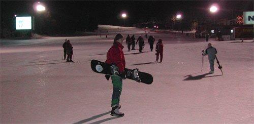 Travel Hotdog Paul snowboarding in Yongpyong in South Korea